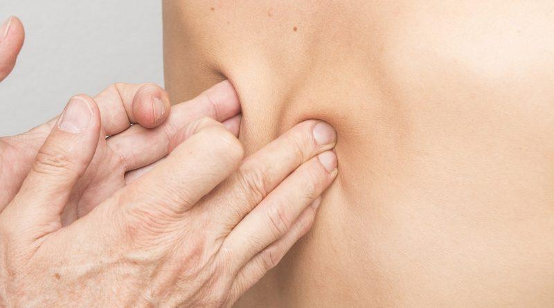 Masaż a terapia manualna – co wybrać, gdy ból kręgosłupa daje się we znaki?