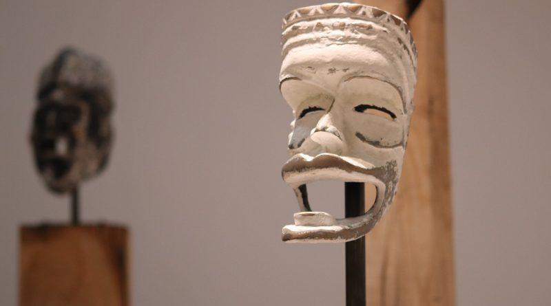 Maski afrykańskie czy rzeźby? Co sprawdzi się lepiej?